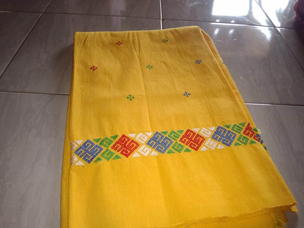 kain tenun adalah karya seni yang termasuk seni rupa terapan